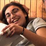 2 filles rient